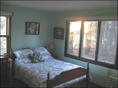 Birdsong B&B of Amherst - TheWildflower Room